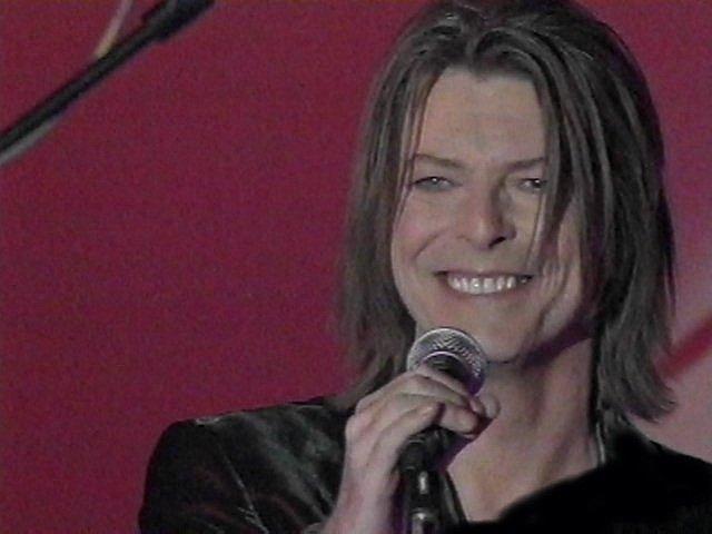 """Bowie e Celentano: """"Francamente me ne infischio"""" - Raiuno, 21 Ottobre 1999 6"""