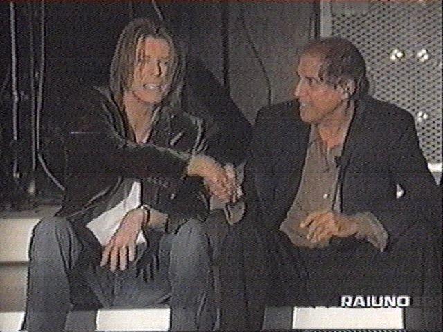 """Bowie e Celentano: """"Francamente me ne infischio"""" - Raiuno, 21 Ottobre 1999 2"""