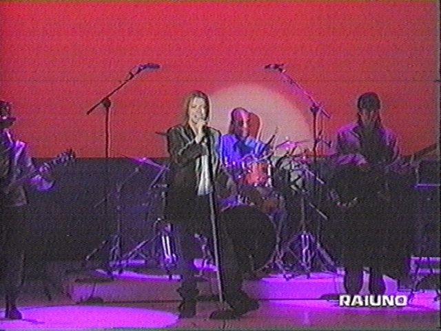 """Bowie e Celentano: """"Francamente me ne infischio"""" - Raiuno, 21 Ottobre 1999 1"""