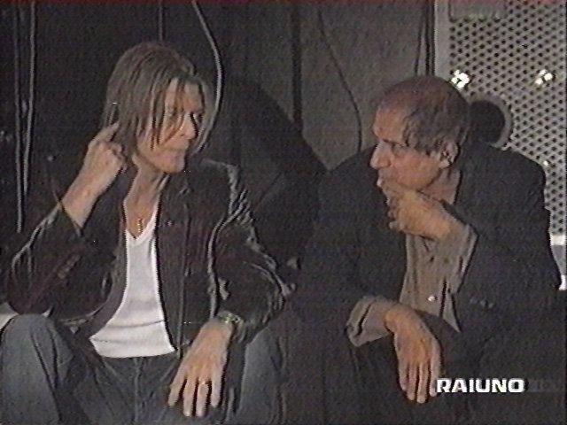 """Bowie e Celentano: """"Francamente me ne infischio"""" - Raiuno, 21 Ottobre 1999 11"""