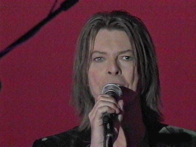 """Bowie e Celentano: """"Francamente me ne infischio"""" - Raiuno, 21 Ottobre 1999 9"""