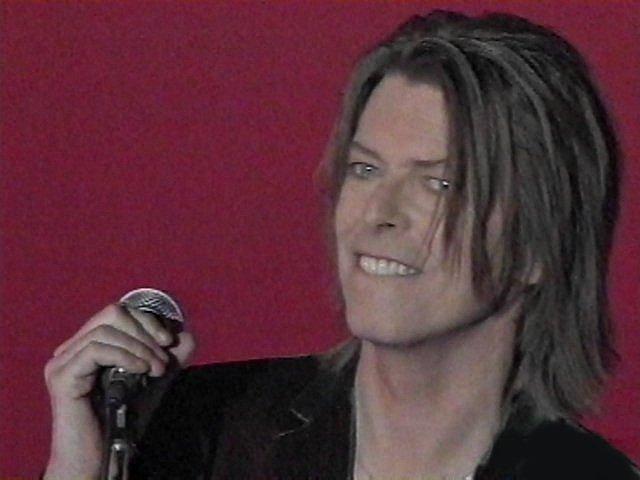 """Bowie e Celentano: """"Francamente me ne infischio"""" - Raiuno, 21 Ottobre 1999 8"""