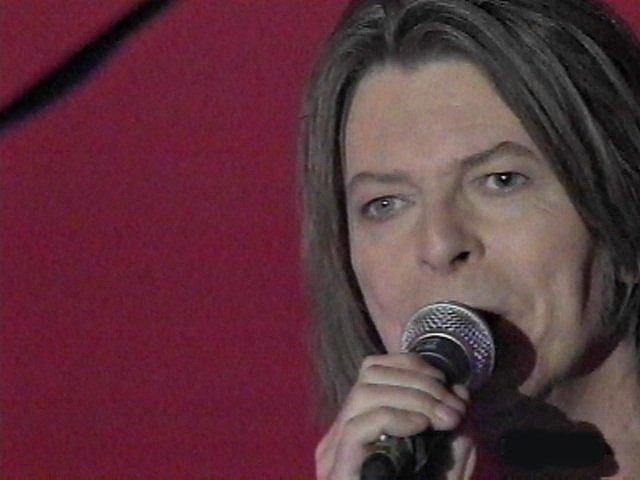 """Bowie e Celentano: """"Francamente me ne infischio"""" - Raiuno, 21 Ottobre 1999 3"""