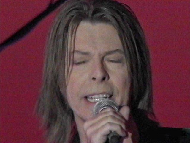 """Bowie e Celentano: """"Francamente me ne infischio"""" - Raiuno, 21 Ottobre 1999 4"""