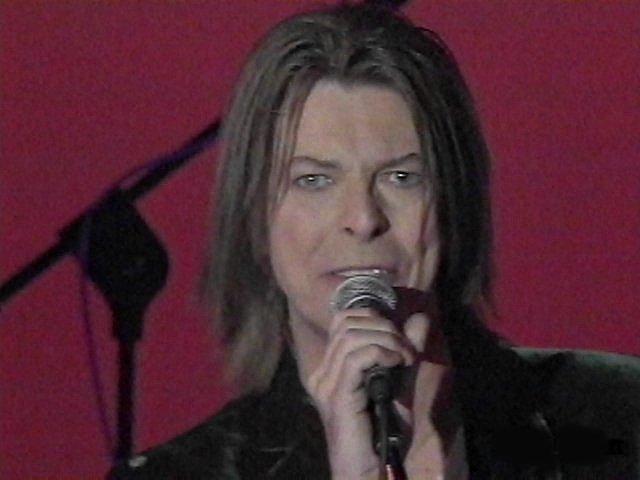 """Bowie e Celentano: """"Francamente me ne infischio"""" - Raiuno, 21 Ottobre 1999 5"""