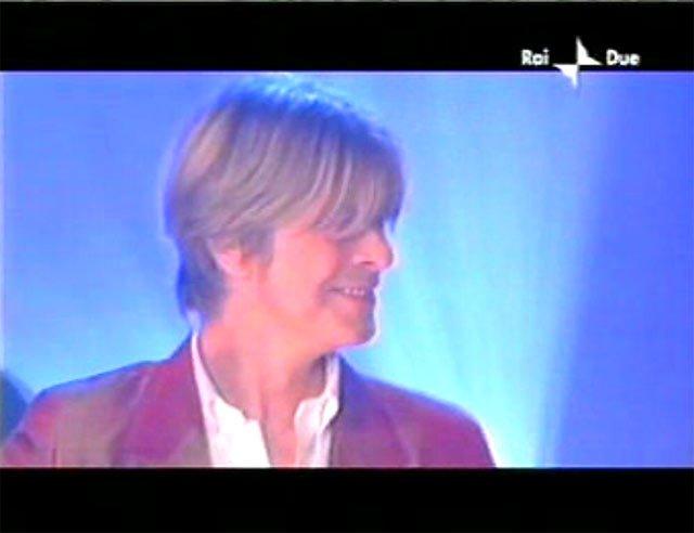 """David Bowie a """"Quelli che il calcio"""" 2002 con Simona Ventura (Rai 2) 15"""