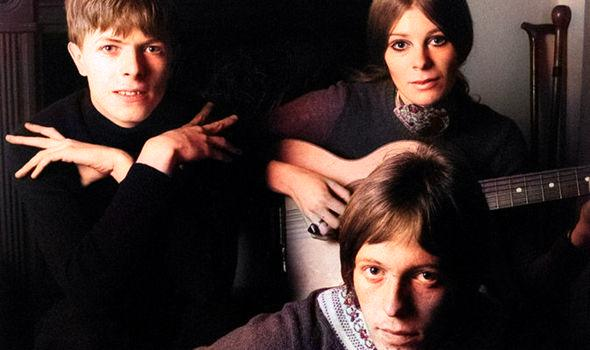 Addio a John Hutchinson, spalla di Bowie per molti anni. 2